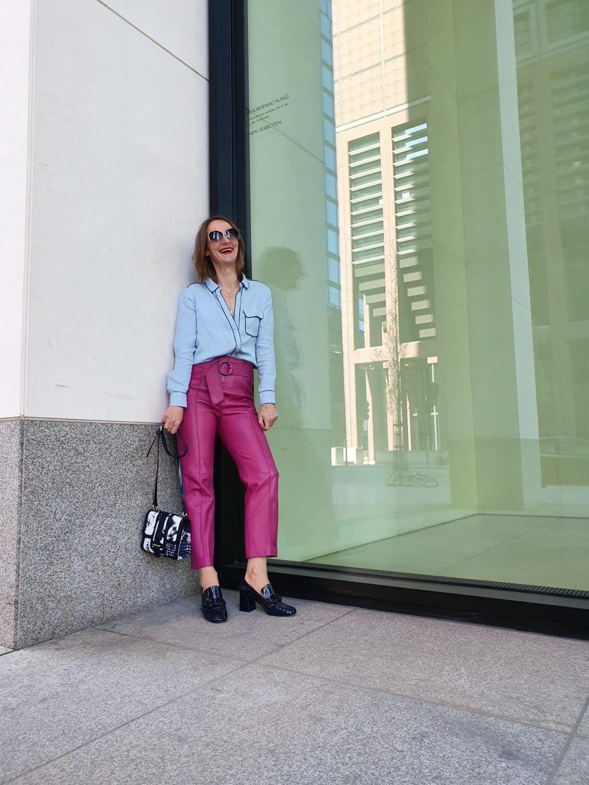 lebensfreude-finden-positive-stimmung_lederhose-pink-blog-oceanblue-style.jpg