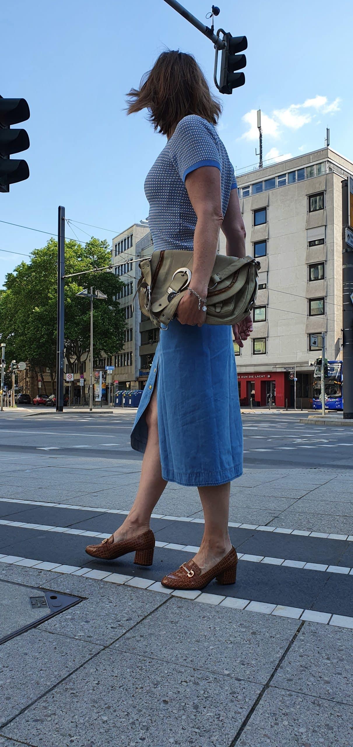 Jeans-rock-passt-zu-figur_denim-trend-oceanblue-style.jpg