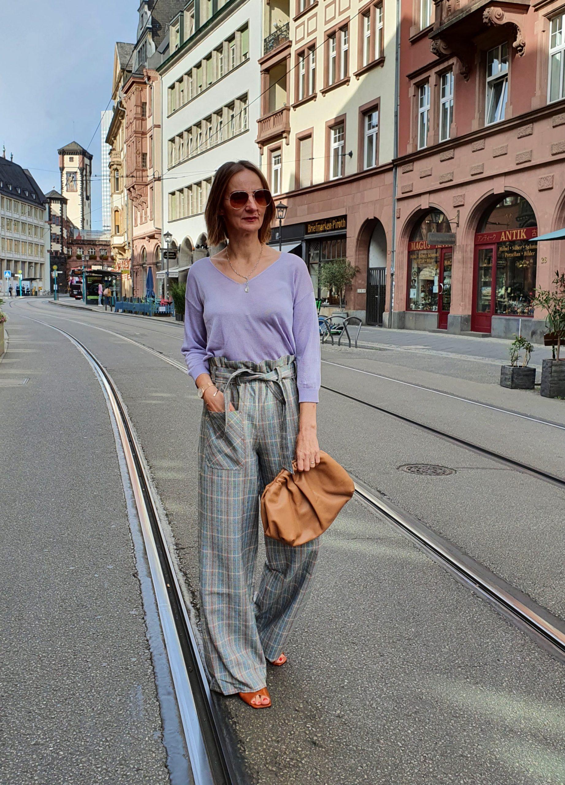 mode-blog-ue50-frauen-karo-hose-stylen-frankfurt-oceanblue-style.jpg